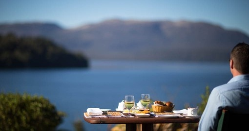 Enjoy fine dining outdoors on your New Zealand vacation