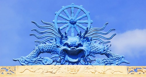 A dragon sculpture on the roof of a Buddhist temple