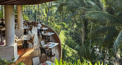 Include an alfresco dinning experience on your Bali Vacation