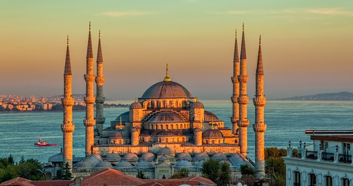 Explore mysterious Istanbul on your Turkey tour