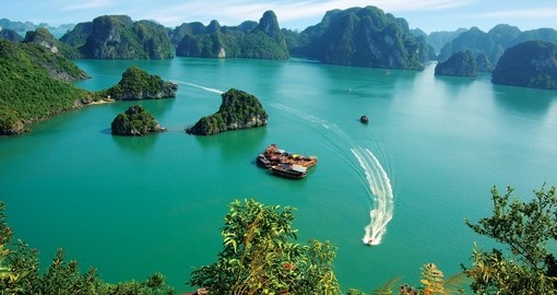 Explore amazing beauty of the Halong Bay during your Vietnam vacations.