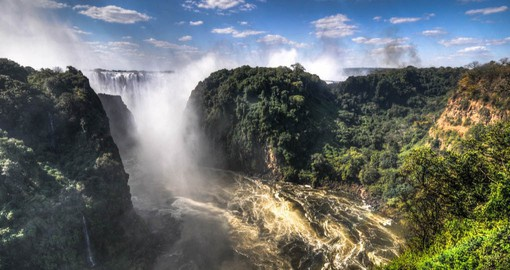 """The smoke that thunders"" the noise of Victoria Falls can be heard from a distance of 40 kilometers"