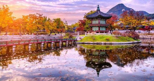 Located on a peaceful pond, Gyeonghoeru Pavilion treats visitors with some of the most beautiful views at Gyeongbokgung Palace